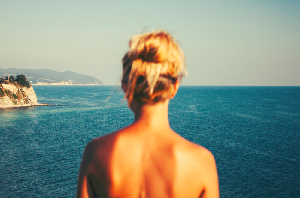 7 Reasons to date a girl who surfs